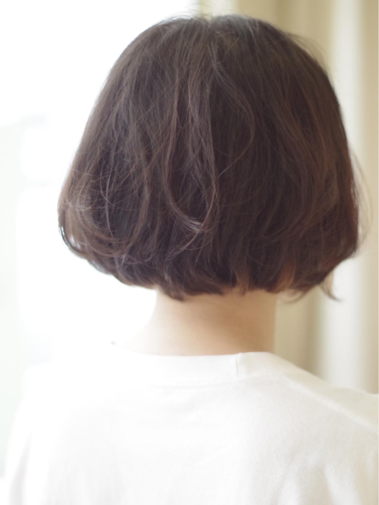 ショートボブ 切りっぱなし ウェーブ ナチュラル ヘアスタイルや髪型の写真・画像