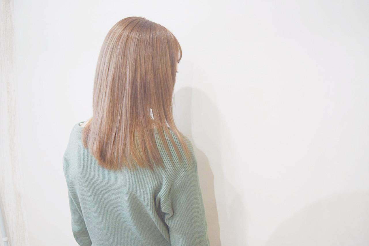 ブラウンベージュ ナチュラル ミルクティーベージュ セミロング ヘアスタイルや髪型の写真・画像 | 真鍋 龍平 / white.梅田