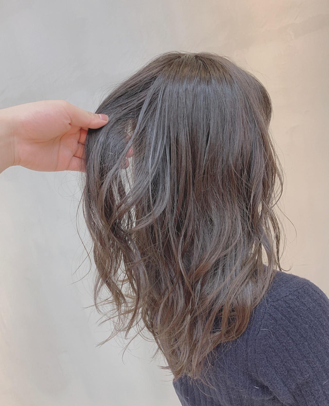 ハイライト 透明感カラー ナチュラル グレージュ ヘアスタイルや髪型の写真・画像