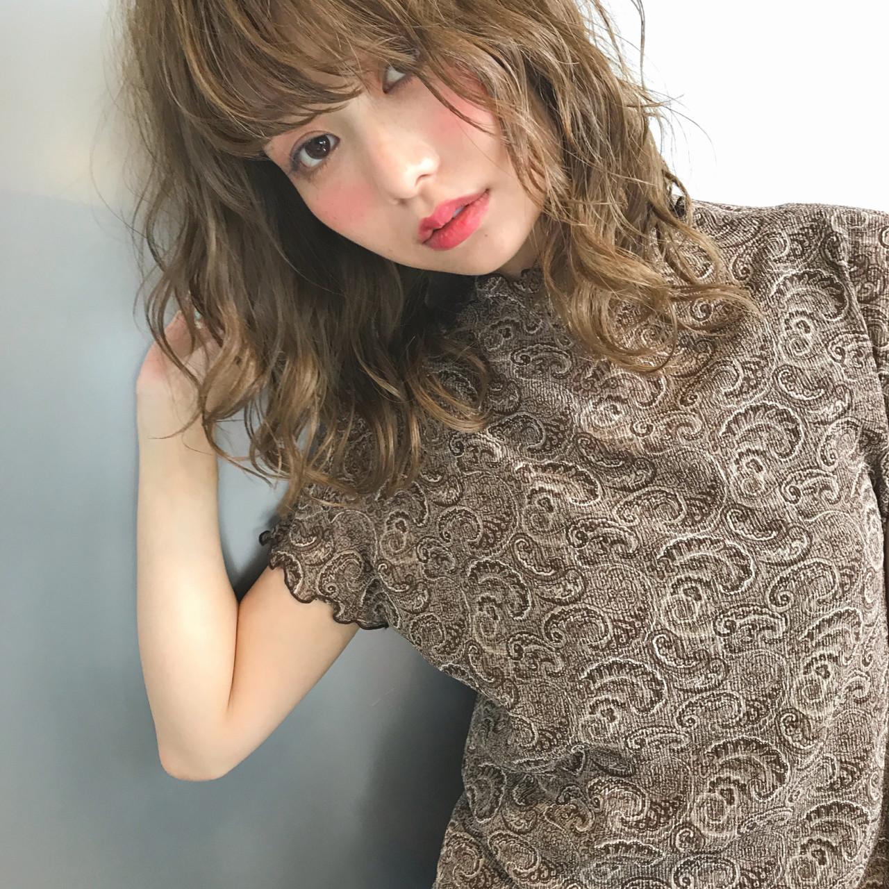 ウェーブ リラックス 色気 ミディアム ヘアスタイルや髪型の写真・画像