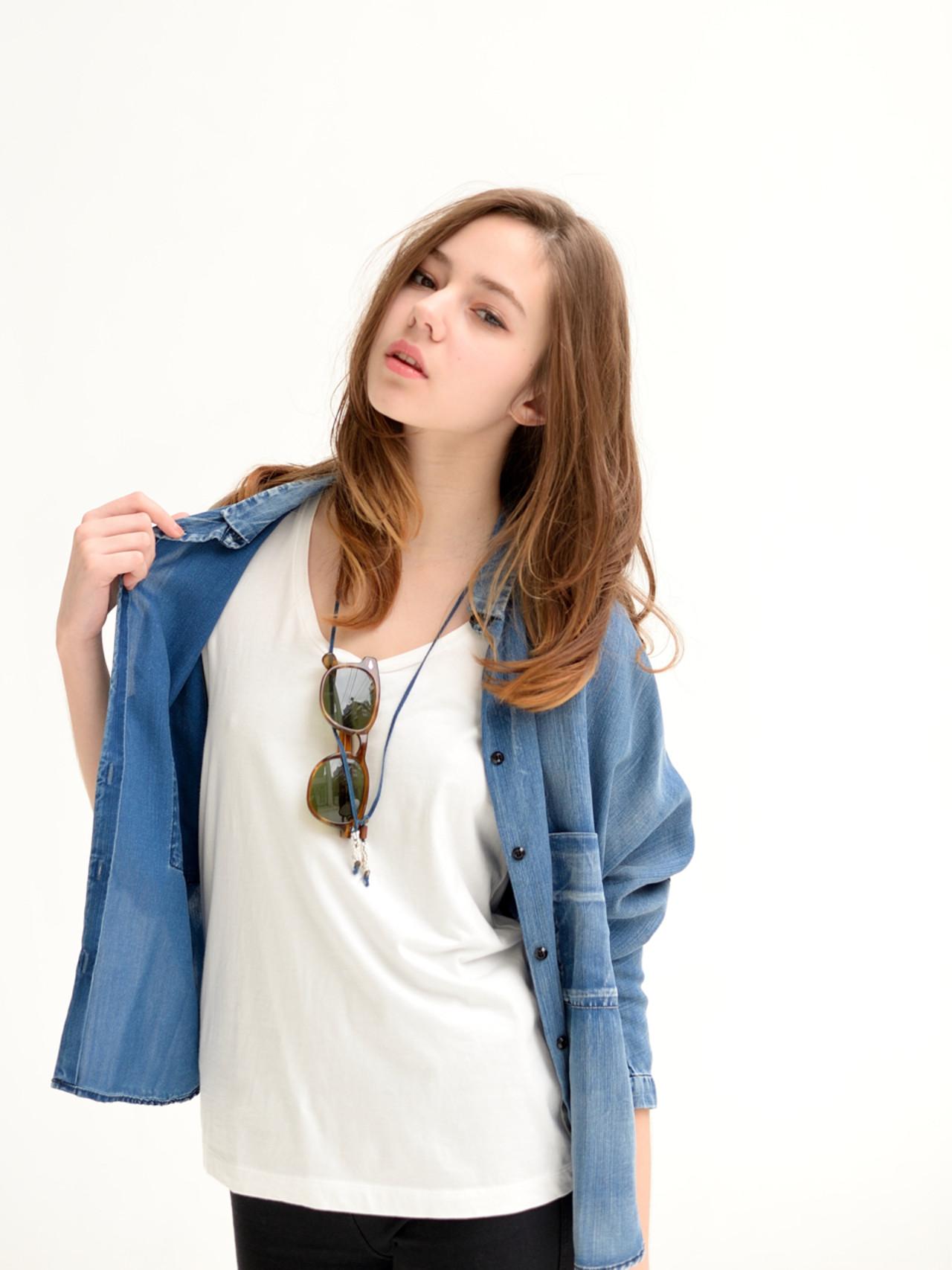 外国人風 大人かわいい レイヤーカット アッシュ ヘアスタイルや髪型の写真・画像