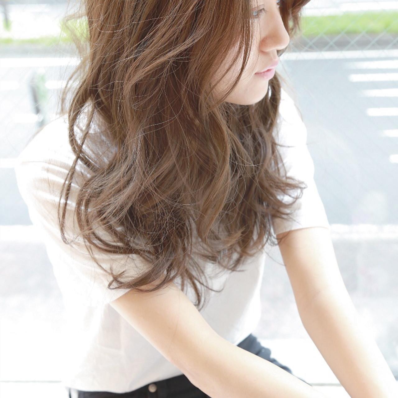 セミロング ゆるふわ 外国人風 大人かわいい ヘアスタイルや髪型の写真・画像 | 坂本一馬 / JUHL ユール