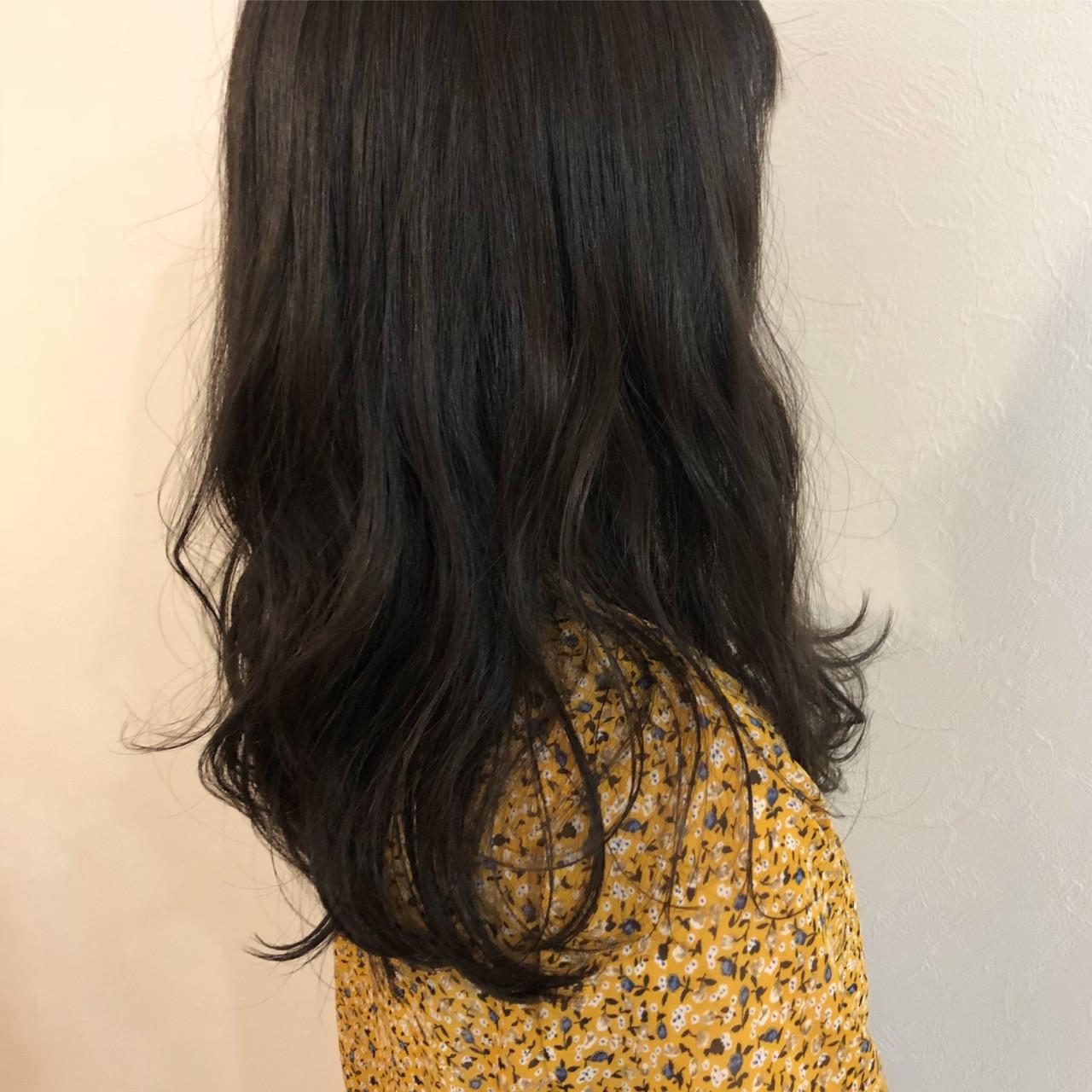 オフィス デート セミロング ベージュ ヘアスタイルや髪型の写真・画像