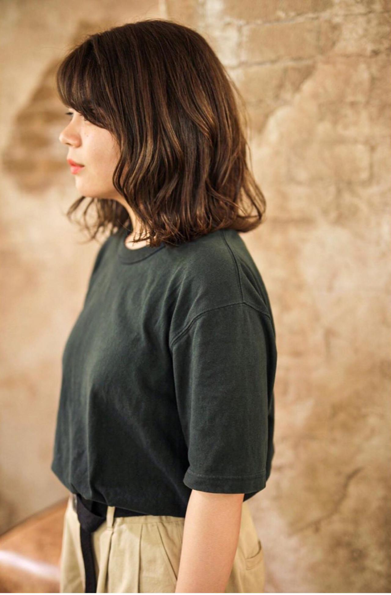 ミディアム ガーリー 黒髪 ブリーチオンカラー ヘアスタイルや髪型の写真・画像