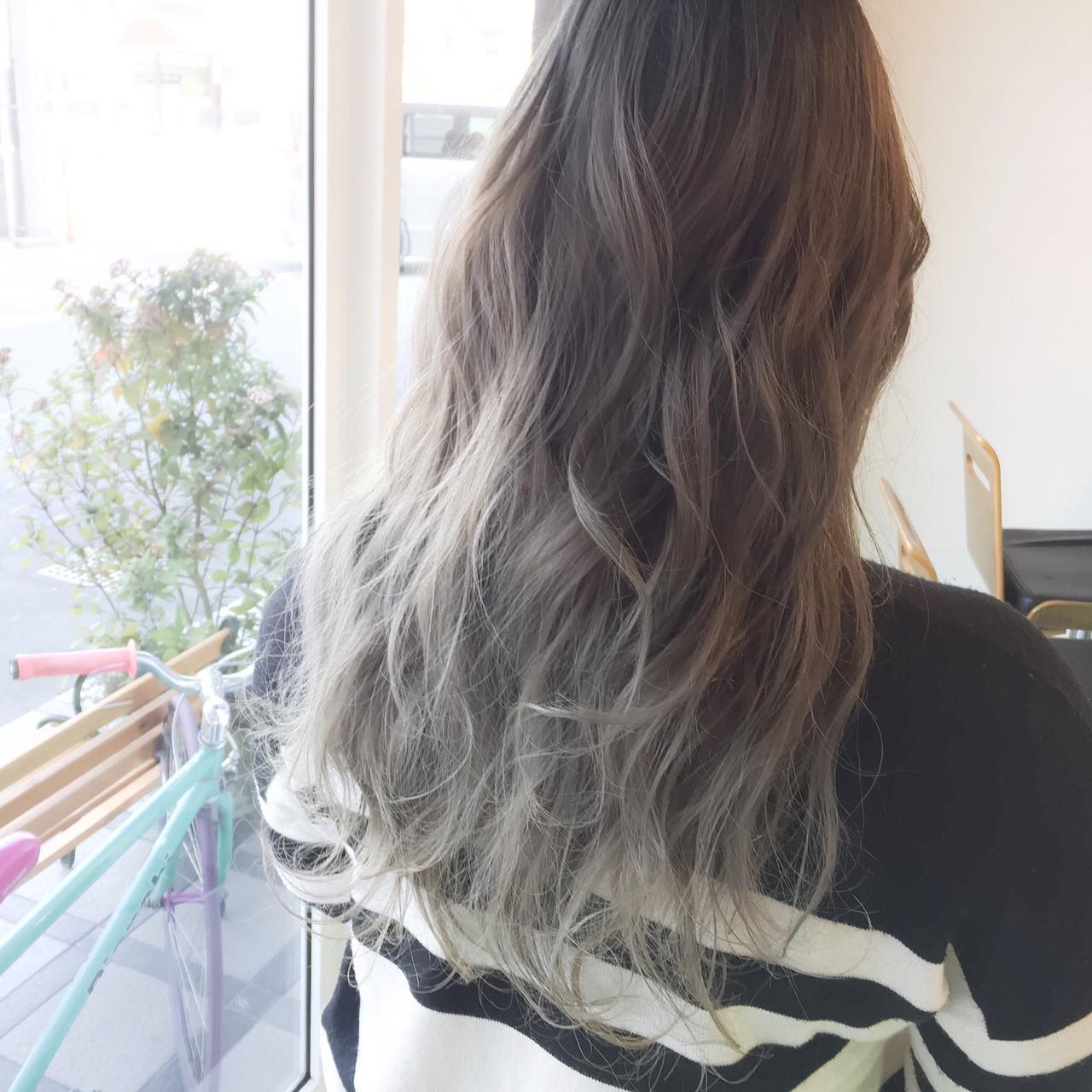 ホワイトアッシュ グラデーションカラー ハイライト ロング ヘアスタイルや髪型の写真・画像