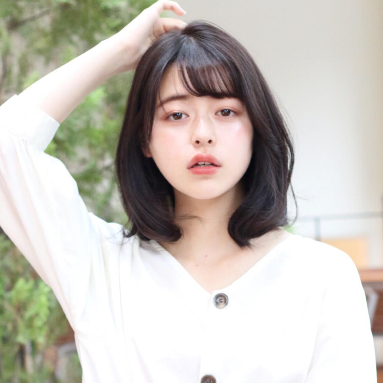 デート フェミニン ミディアム レイヤー ヘアスタイルや髪型の写真・画像   趙 英来 (よん) / nex