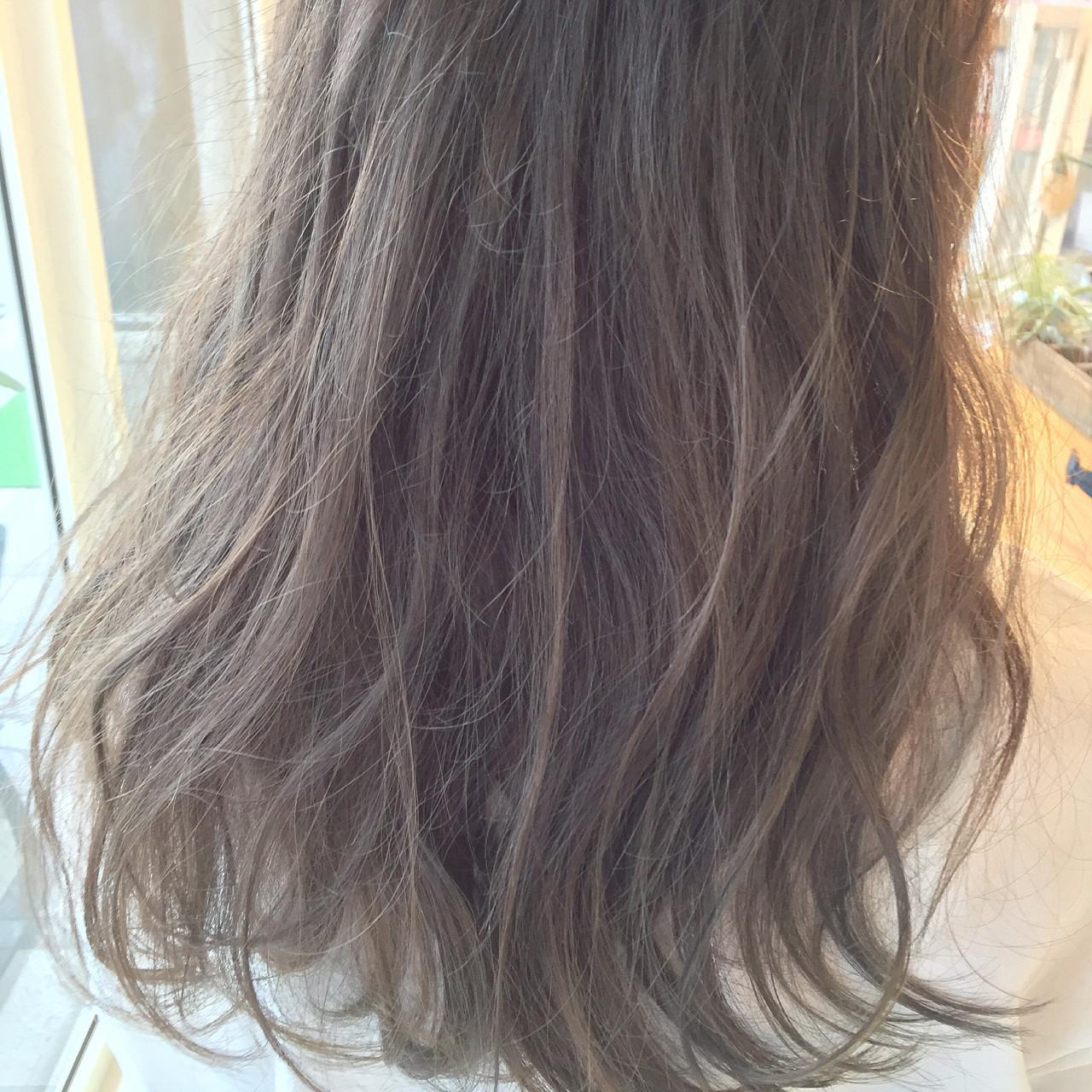 セミロング グラデーションカラー ハイライト ブラウン ヘアスタイルや髪型の写真・画像