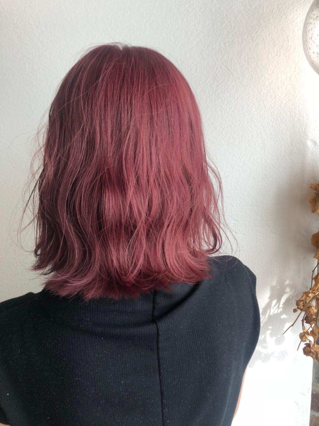 インナーカラー ミディアム ピンクブラウン ベリーピンク ヘアスタイルや髪型の写真・画像