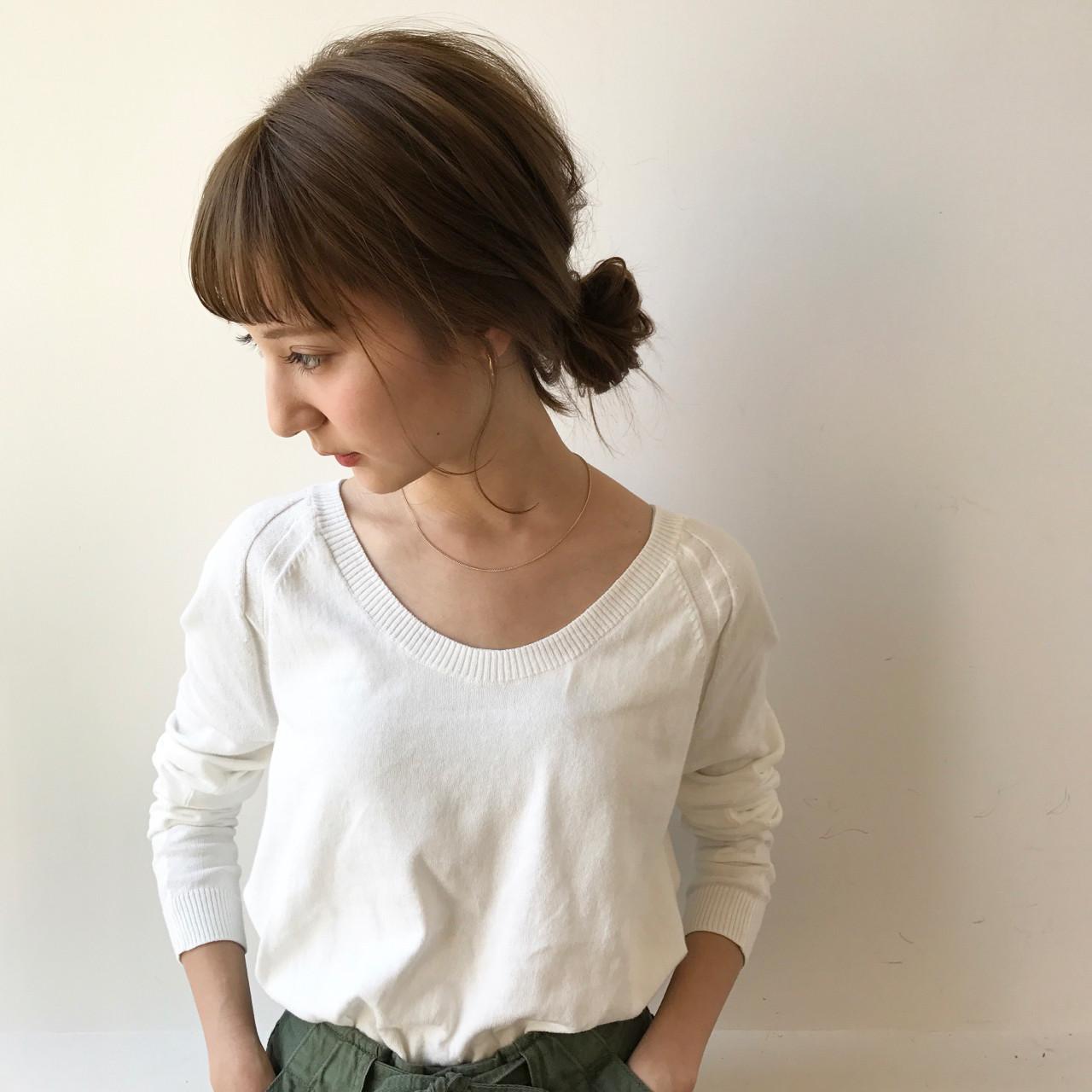 ミルクティー ミディアム ナチュラル 斜め前髪 ヘアスタイルや髪型の写真・画像