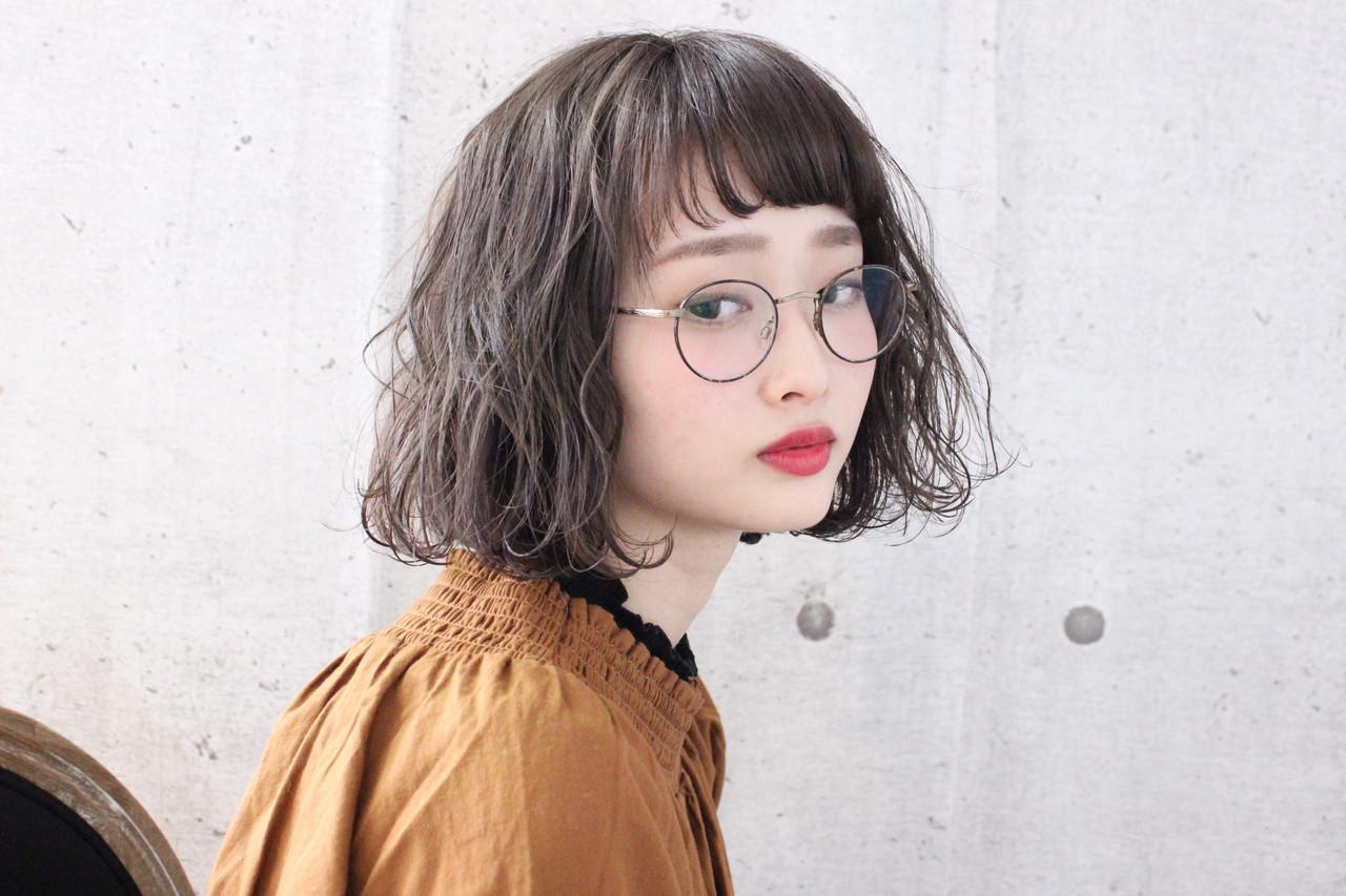 ミルクティーアッシュ グレージュ パーマ ボブ ヘアスタイルや髪型の写真・画像