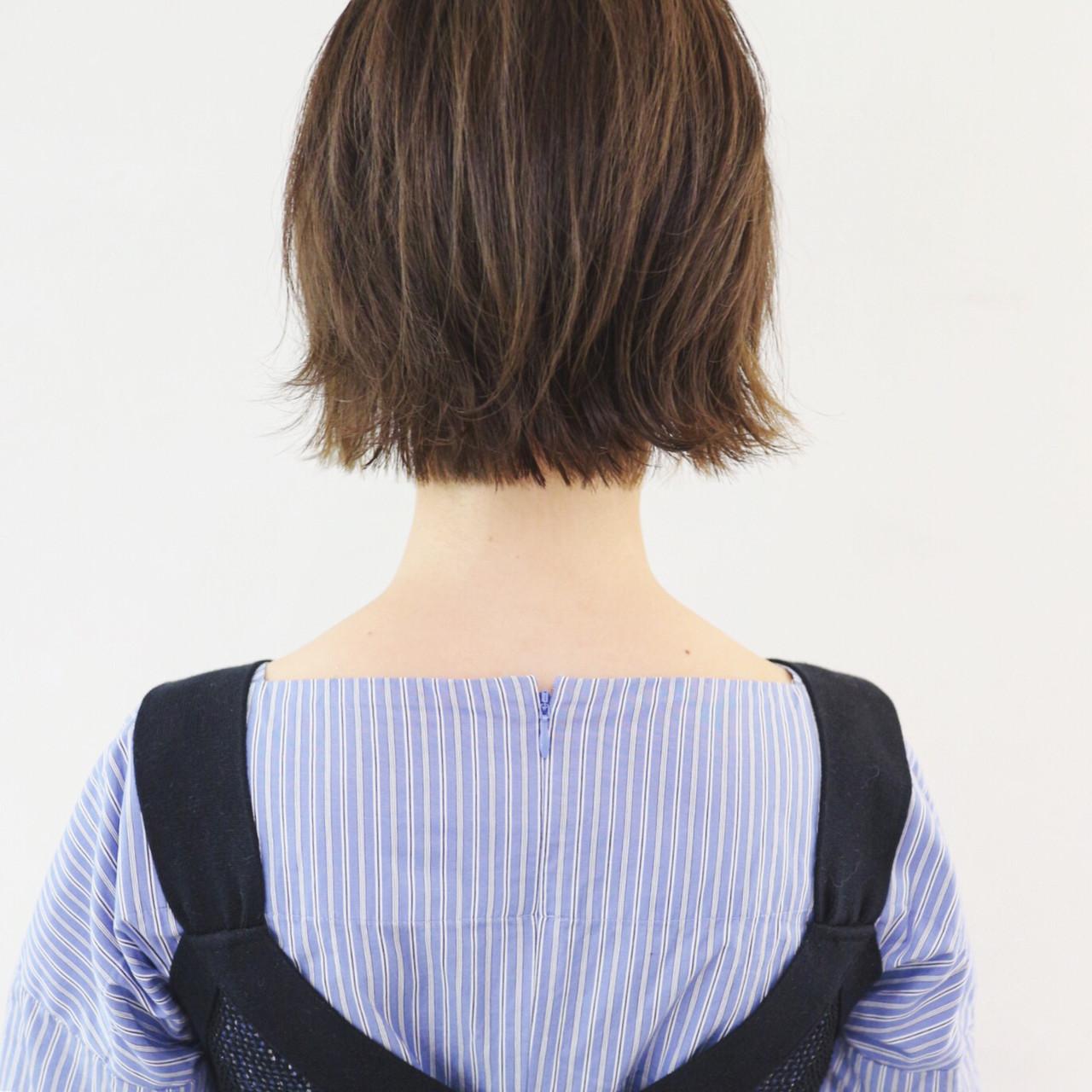 ミニボブ アウトドア 外ハネボブ グレージュ ヘアスタイルや髪型の写真・画像