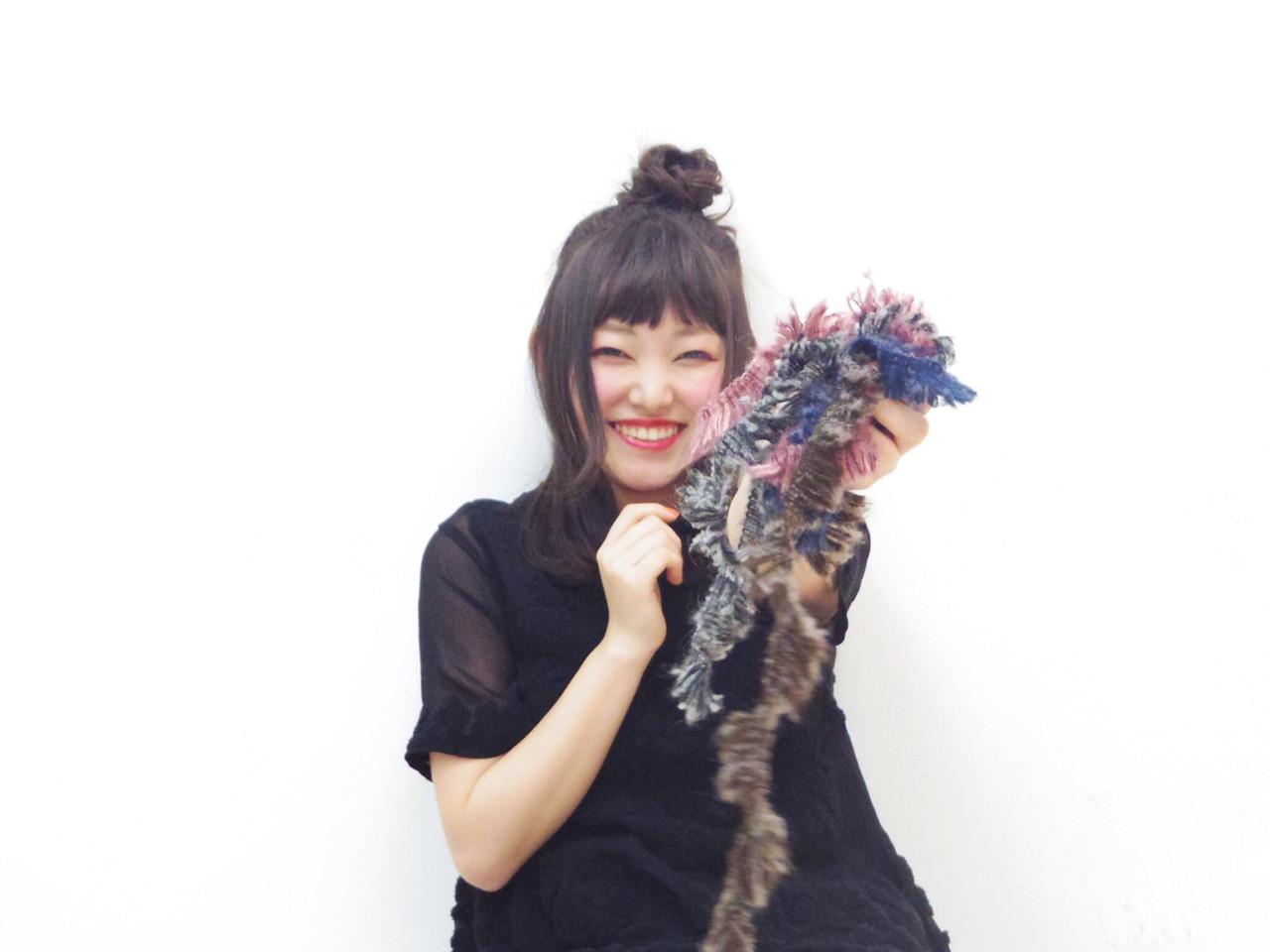 アウトドア お団子 フェミニン セミロング ヘアスタイルや髪型の写真・画像