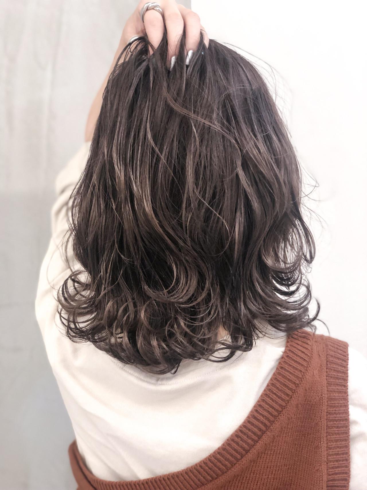 フェミニン ラベンダーグレージュ グレージュ ショート ヘアスタイルや髪型の写真・画像