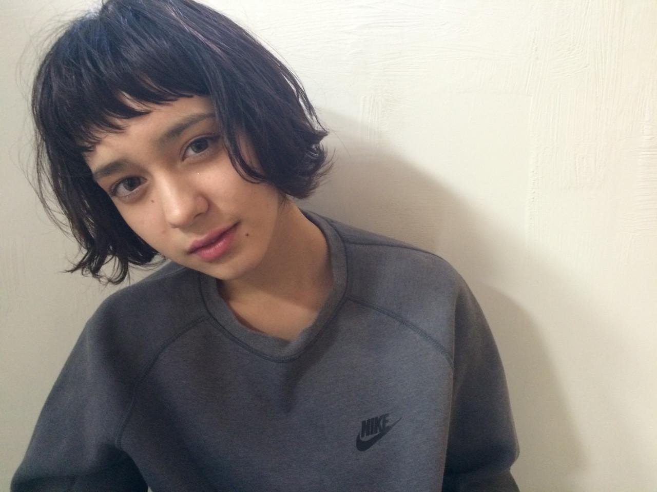 暗髪 外国人風 ストリート パーマ ヘアスタイルや髪型の写真・画像 | NAOYA KARASAWA / krabät