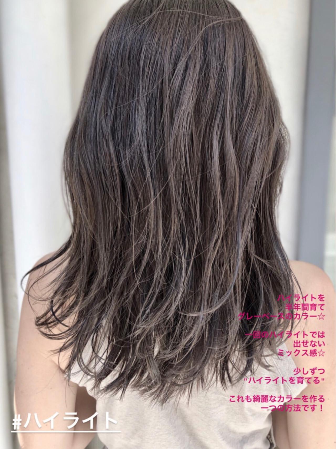 セミロング アンニュイほつれヘア ハイライト グレージュ ヘアスタイルや髪型の写真・画像
