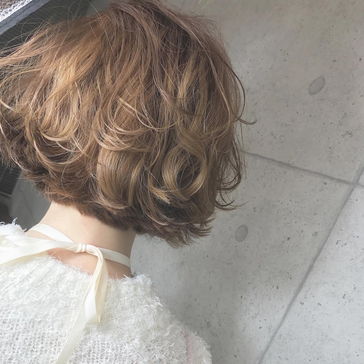 フェミニン パーマ ヘアアレンジ ショート ヘアスタイルや髪型の写真・画像   石丸 智也 / Mignon