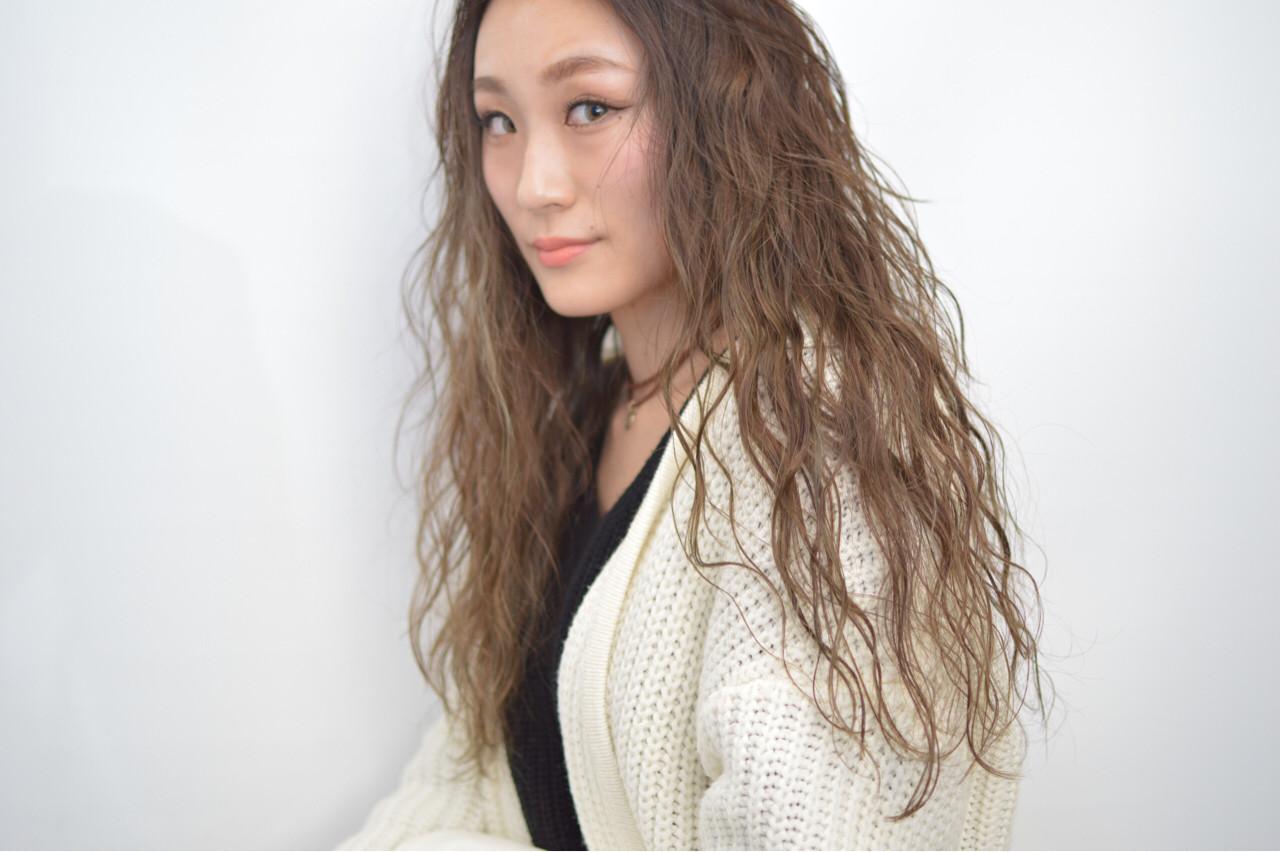 かき上げ前髪 ロング 外国人風 前髪あり ヘアスタイルや髪型の写真・画像
