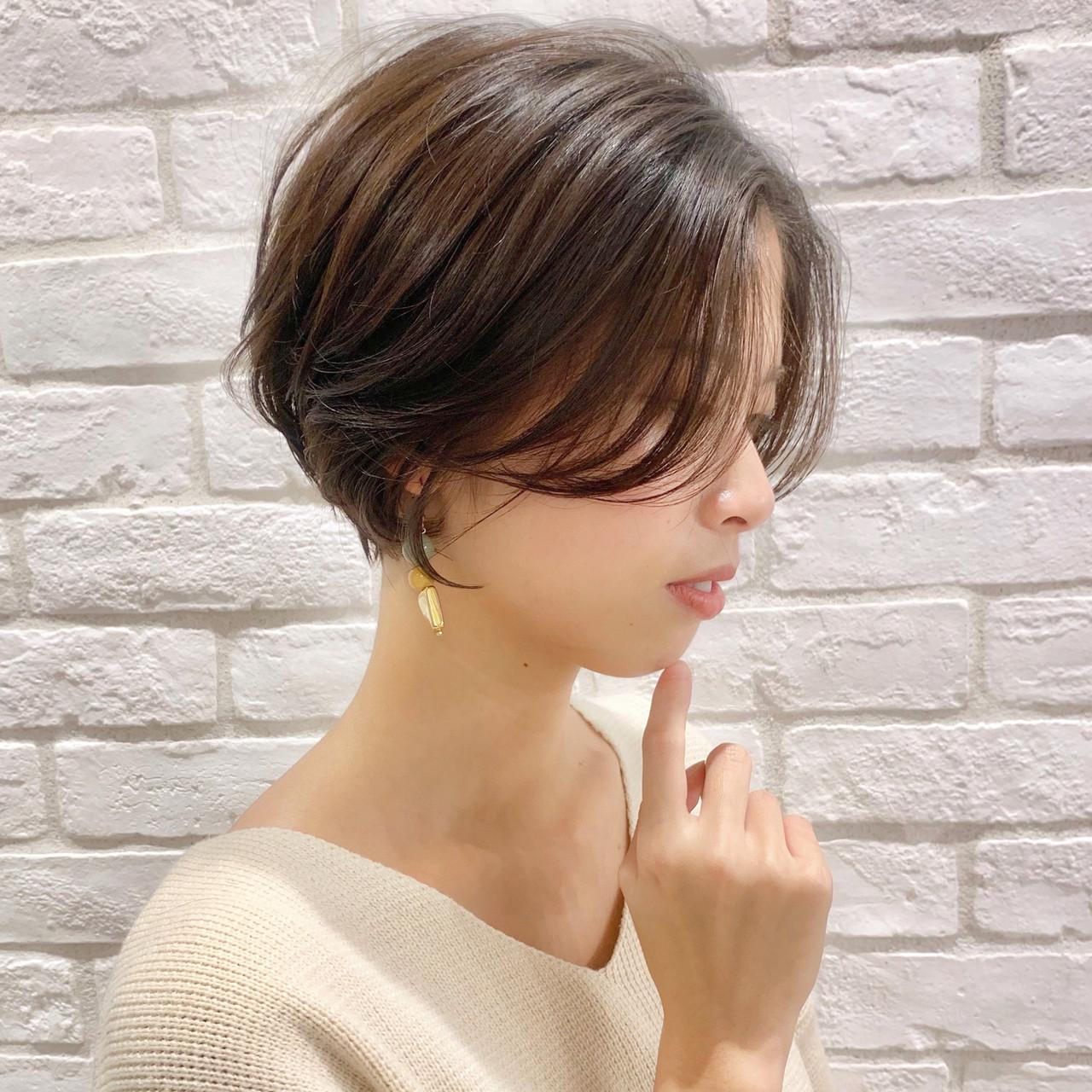 お客様カット✂️前髪はサイドの長さと合わせて、その人に1番合う、長さに設定します?? ・  ・ ご覧頂きありがとうございます? Ramie omotesando でスタイリストをやらせていただいてます山内大成です!✨ (表参道駅から徒歩10秒?です!) ・ hair.make(@garden_tonsoku) ヘアだけでなくメイクアップもしているからこそトータルビューティーの目線でスタイルを作ります?☺️ ・ ⭐️【ショートヘア】【パーマ】支持率日本一⭐️ ・ ❣️独自のパーマ技術【#2wayパーマ 】により自然な柔らかストレートで楽しむのもあり、コテで巻いたゆるふわスタイルでも楽しめます? これでコテもストレートアイロンもしなくても大丈夫?♂️✨ ・ ******************* ・ 収まりが良く、簡単にスタイリングできる、乾かしただけでふわっとかわいい質感、束感が自然にできるヘアスタイル☺︎✂︎ ・ 一人一人に似合ったスタイルを提案できますように丁寧にカウンセリング、施術、スタイリングをして 今まで叶わなかったヘアスタイルを提案、実現できるように全力で頑張ります?❣️ ・ ******************* ・ ・ ・ *毛量が多い *癖で広がる *収まりが悪い *小顔になりたい *美容院に迷ってる *スタイリングが難しい バッサリカットも気軽にご予約ご相談ください❣️ ・ 【⭐️インスタフォローしてご提示ください⭐️】 ・ ・ ・ ○○○ ご予約方法 ○○○ ネットでのご予約が大変取りづらくなっております‼️ 【 × 】しかない場合はお電話(☎️0357754300) インスタからダイレクトメール?も可能です! ○○○○○○○○○○○○ ・ ・ ⏰ご予約可能営業時間⏰ ・ 火・水 11:00 ~ 20:30 木・金 11:30 ~ 21:00  土・日 10:00 ~ 19:00  祝 日 10:00 ~ 19:00  月曜日 定休 ・ ・ GARDEN Ramie omotesando  東京都港区南青山3-18-11 ヴァンセットビル4F tel. 03-5775-4300 http://ramie-hair.jp/   ・ ・ ・ #iPhone美容師#ショートボブの匠#ミディアムヘア も得意 #愛されバング#オイルセット#サイドシルエット#辺見えみり#小顔#グレージュ#lala_hair#ハンサムショート#比留川游#ヘアスタイル#ショートカット#ブルージュ#ボブ#前下がり#ショートヘア#ショートボブ#gu#snidel #코디#เสื้อผ้าแฟชั่น#時尚#前髪カット#短发#髪質改善#新垣結衣#波瑠#ショートヘアアレンジ