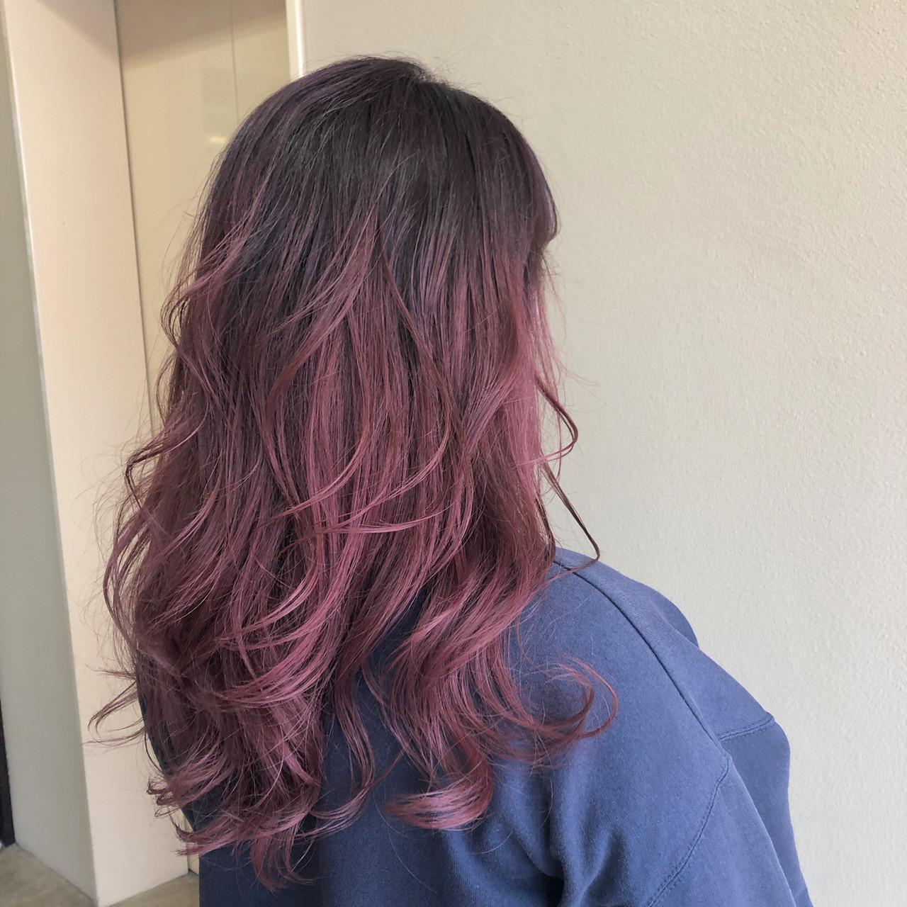 ロング ピンク 赤髪 ベリーピンク ヘアスタイルや髪型の写真・画像