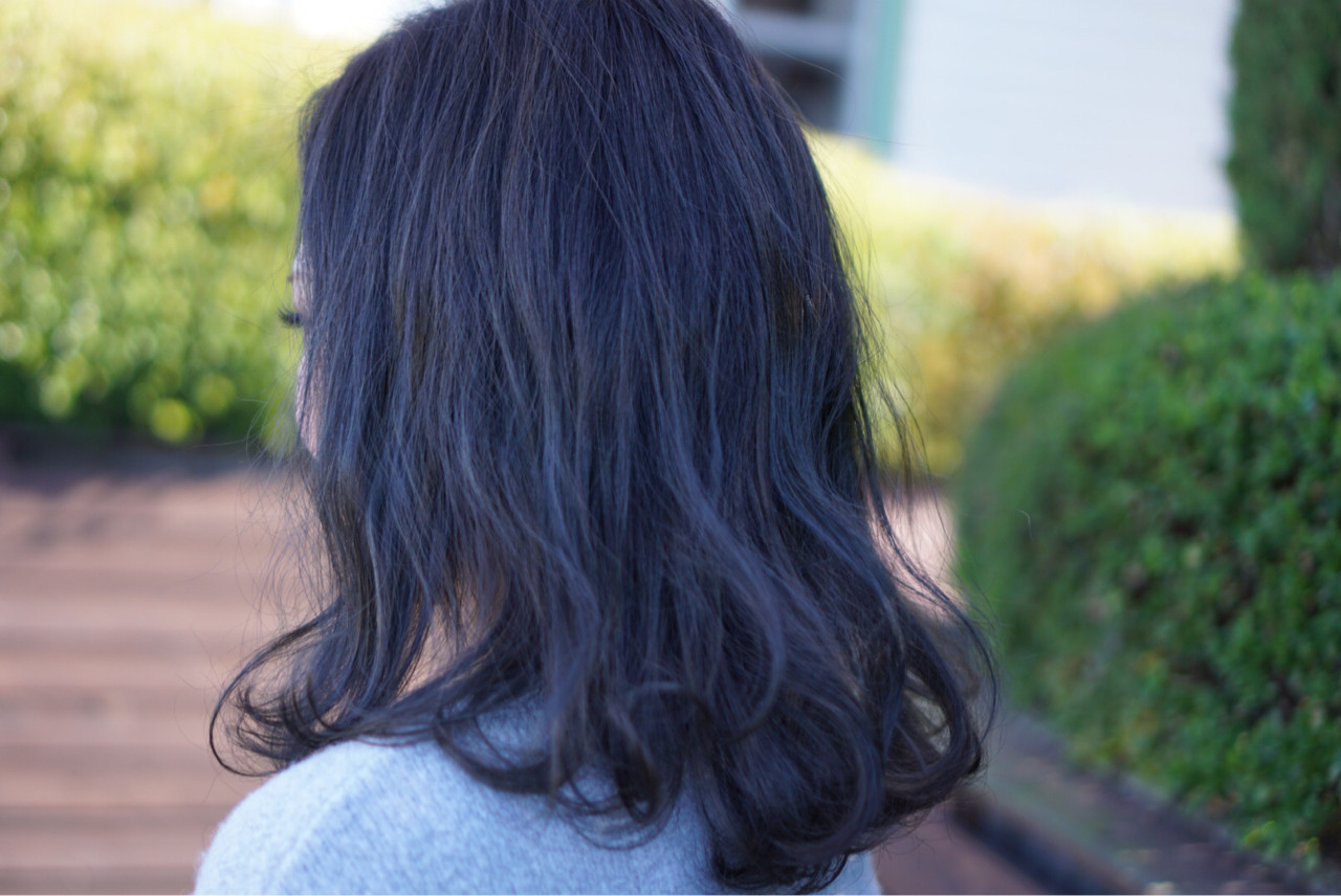 セミロング ブルーアッシュ アッシュ ストリート ヘアスタイルや髪型の写真・画像