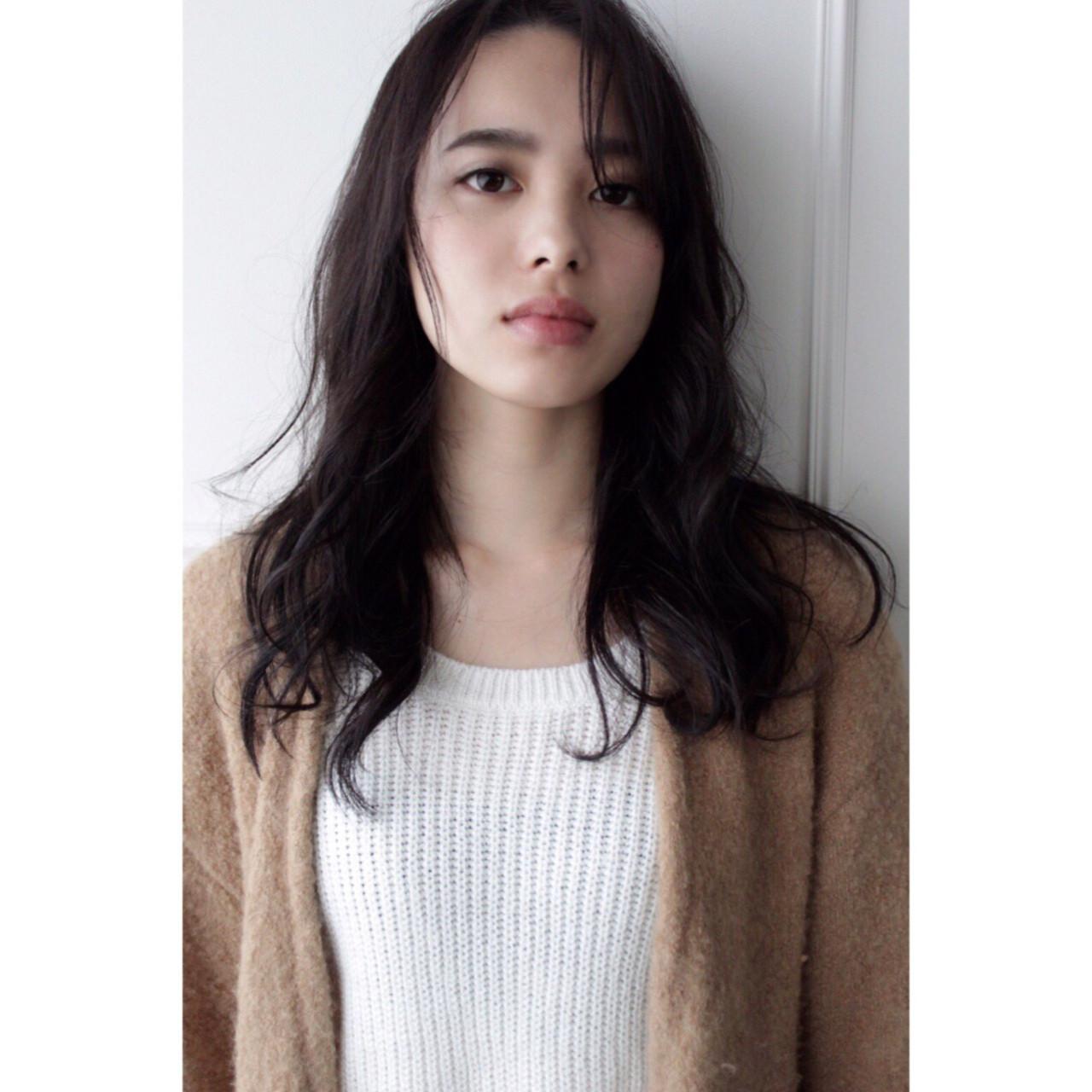 ロング 黒髪 パーマ 斜め前髪 ヘアスタイルや髪型の写真・画像   RINO /