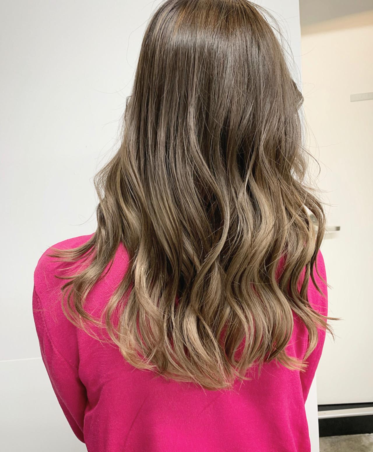 ロング バレイヤージュ ナチュラルベージュ ミルクティーベージュ ヘアスタイルや髪型の写真・画像 | 谷島 瑠伊 / ALIVE omotesando