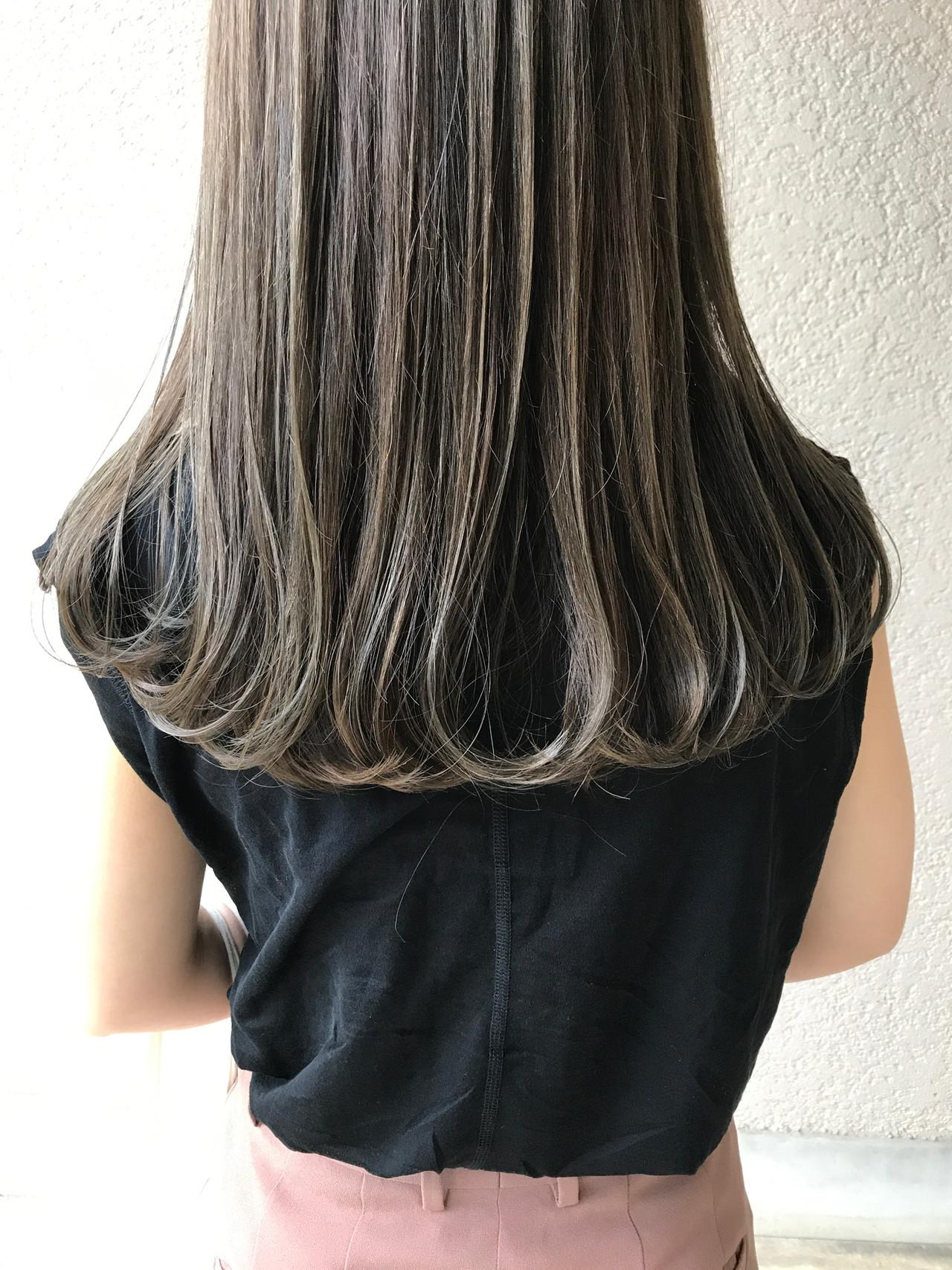 オリーブカラー オリーブブラウン オリーブアッシュ ロング ヘアスタイルや髪型の写真・画像