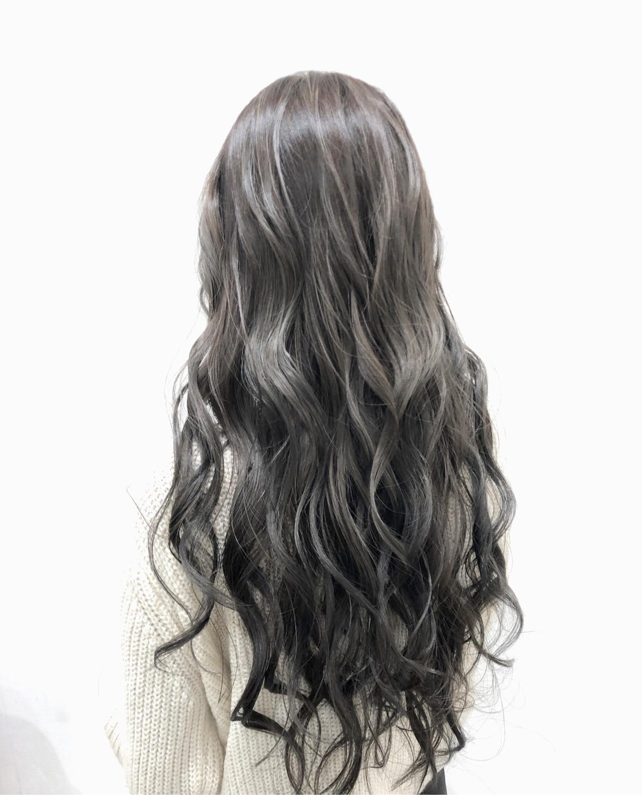 グレージュ ロング シルバー エレガント ヘアスタイルや髪型の写真・画像