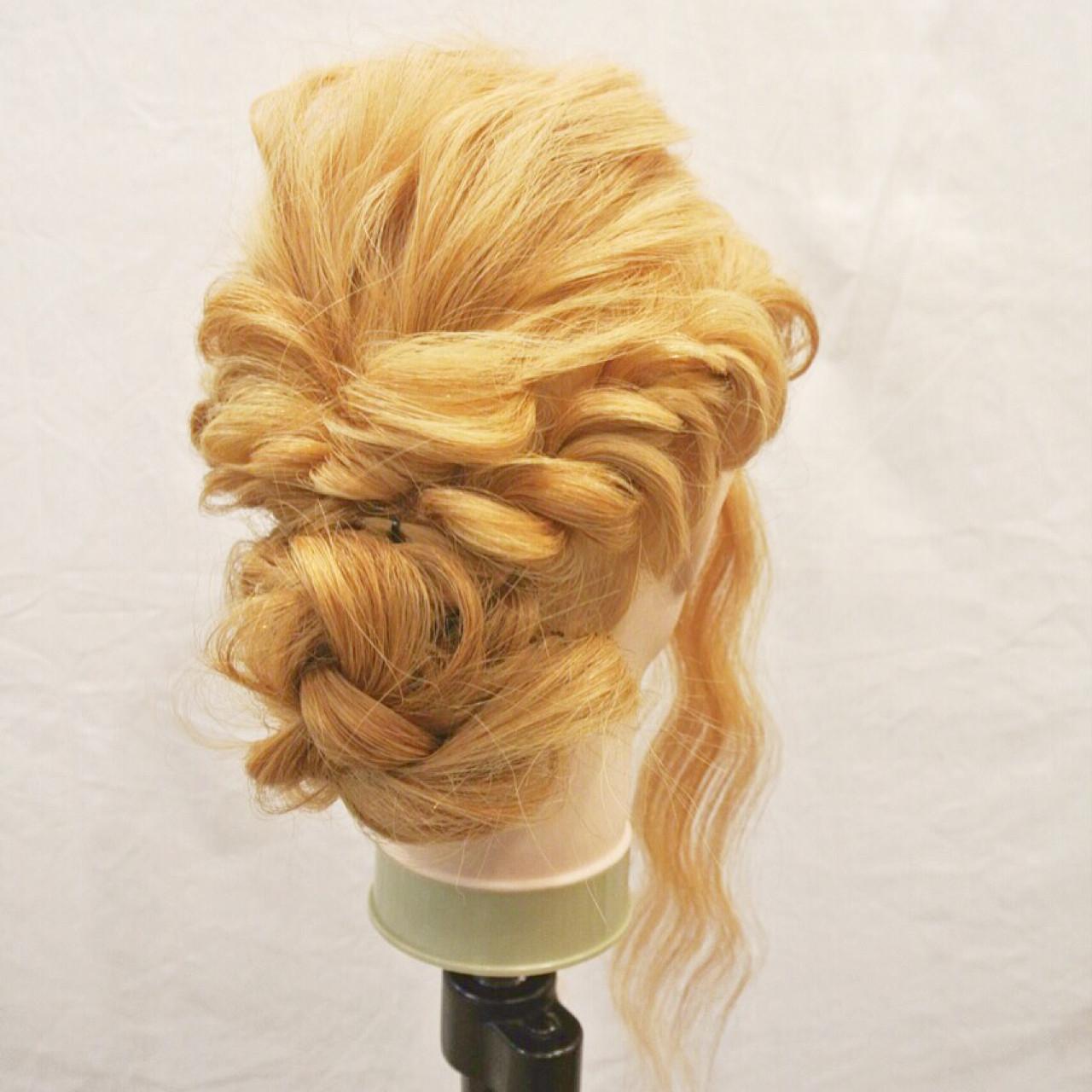 簡単ヘアアレンジ ねじり ロング くるりんぱ ヘアスタイルや髪型の写真・画像
