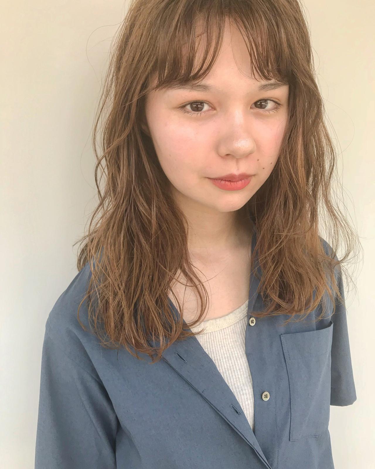 ゆるウェーブ ミルクティーベージュ ナチュラル ブリーチカラー ヘアスタイルや髪型の写真・画像 | SHIHO / balloon hair