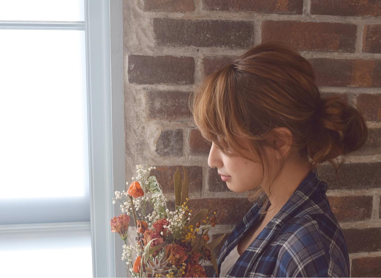 大人かわいい シニヨン ミルクティー ミディアム ヘアスタイルや髪型の写真・画像