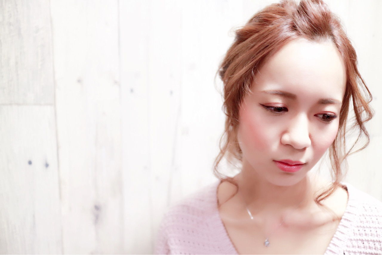 セミロング ヘアアレンジ 前髪あり フェミニン ヘアスタイルや髪型の写真・画像 | isayama / L/S