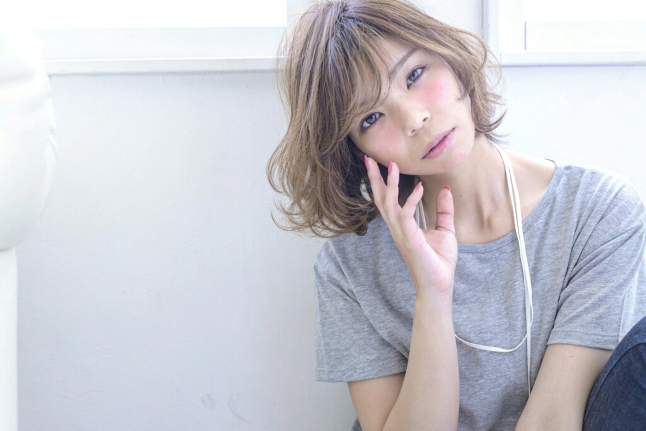 アッシュ 大人かわいい パーマ ハイライト ヘアスタイルや髪型の写真・画像