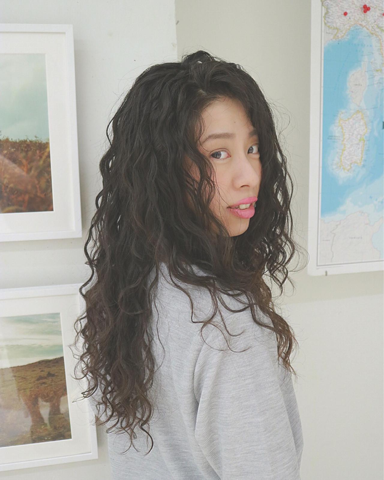 バレイヤージュ パーマ ツイスト ストリート ヘアスタイルや髪型の写真・画像