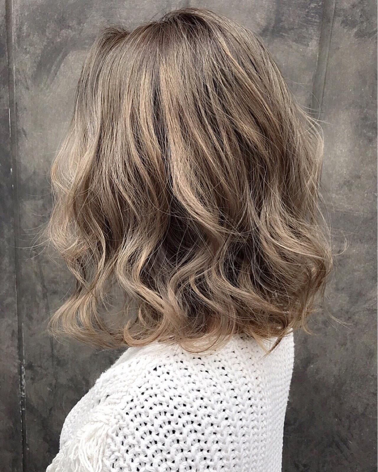 ミディアム パーマ ミルクティー アッシュ ヘアスタイルや髪型の写真・画像 | 北村 亮 / LAiLY by GARDEN