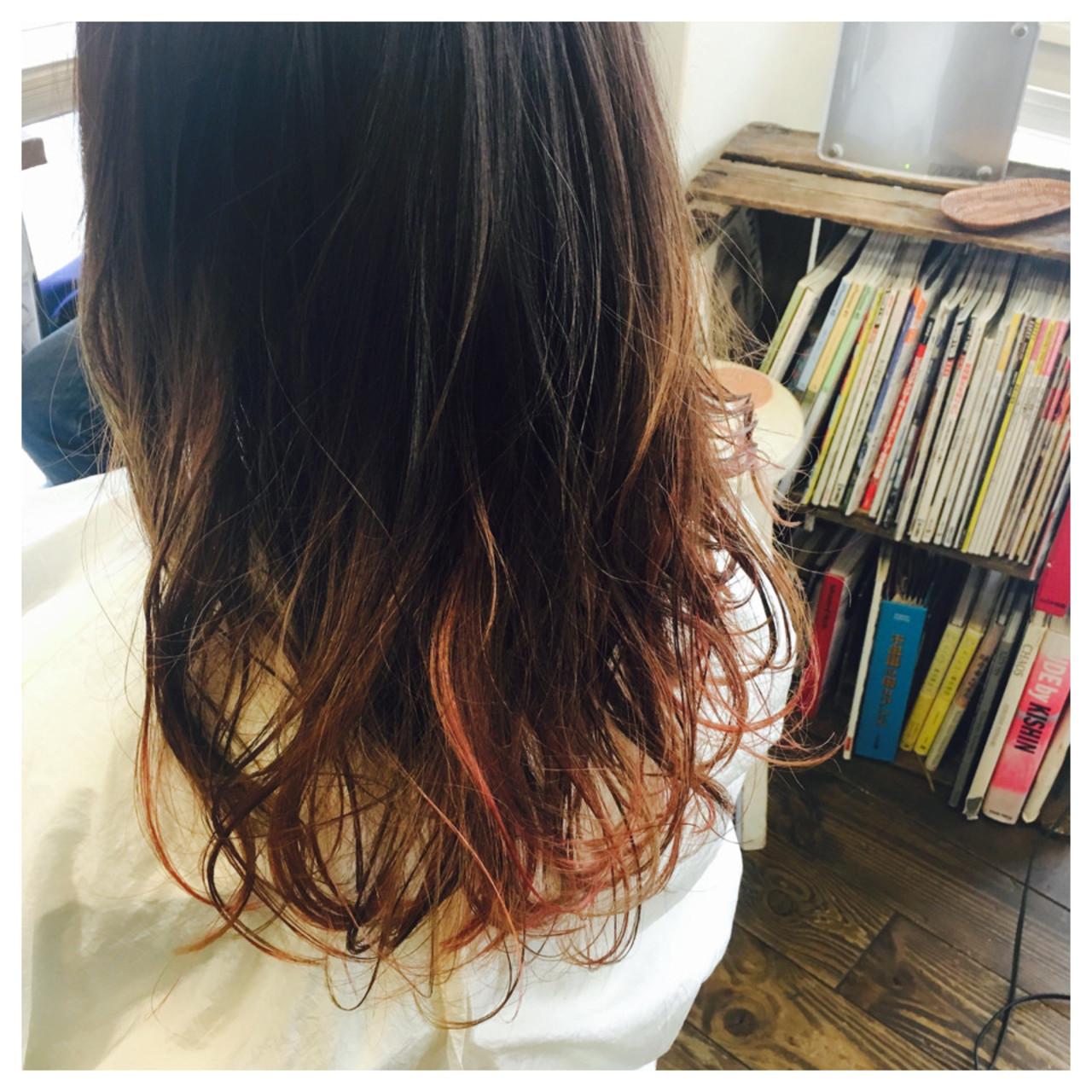 ピンク インナーカラー ストリート レッド ヘアスタイルや髪型の写真・画像