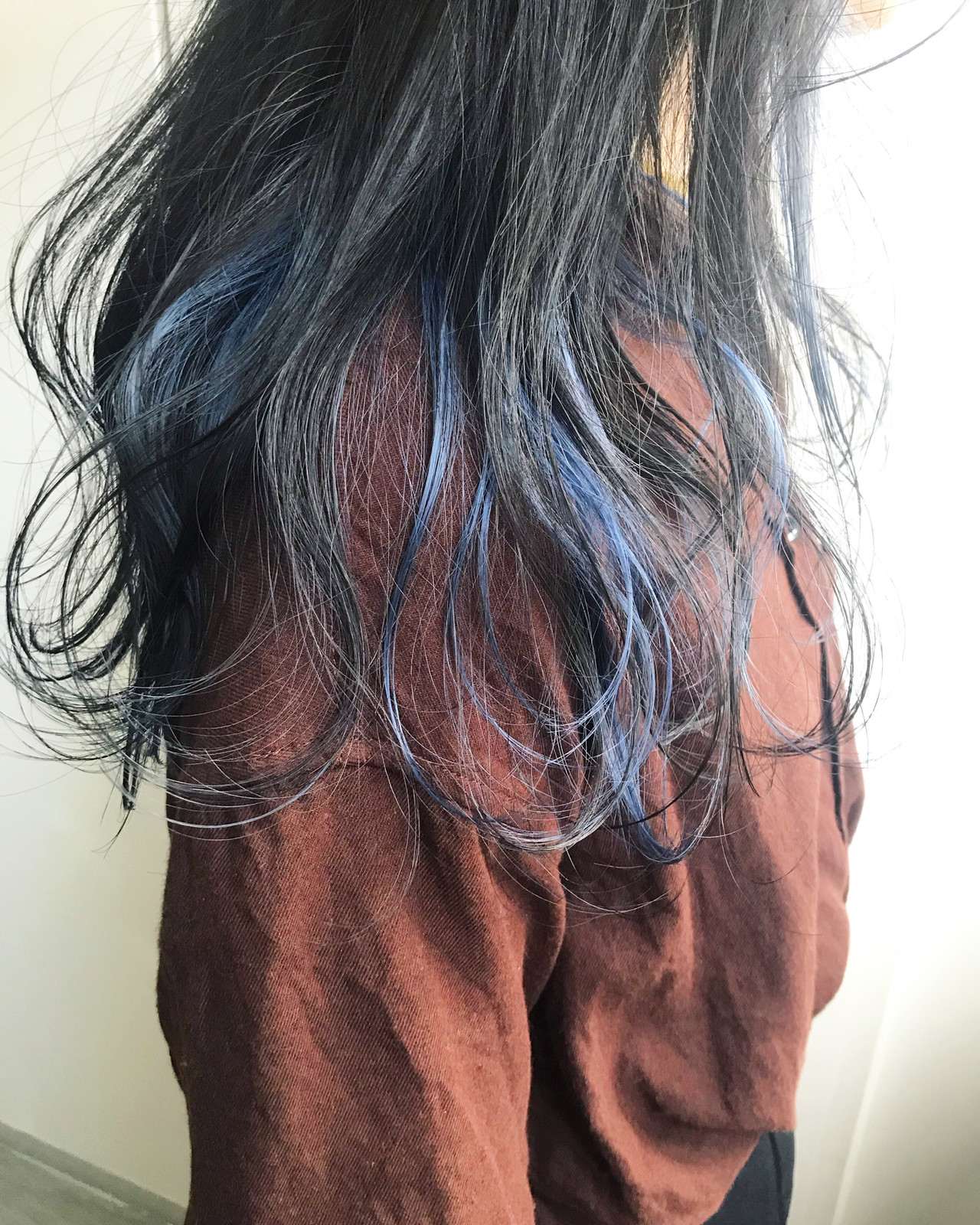 デート インナーカラー インナーブルー セミロング ヘアスタイルや髪型の写真・画像