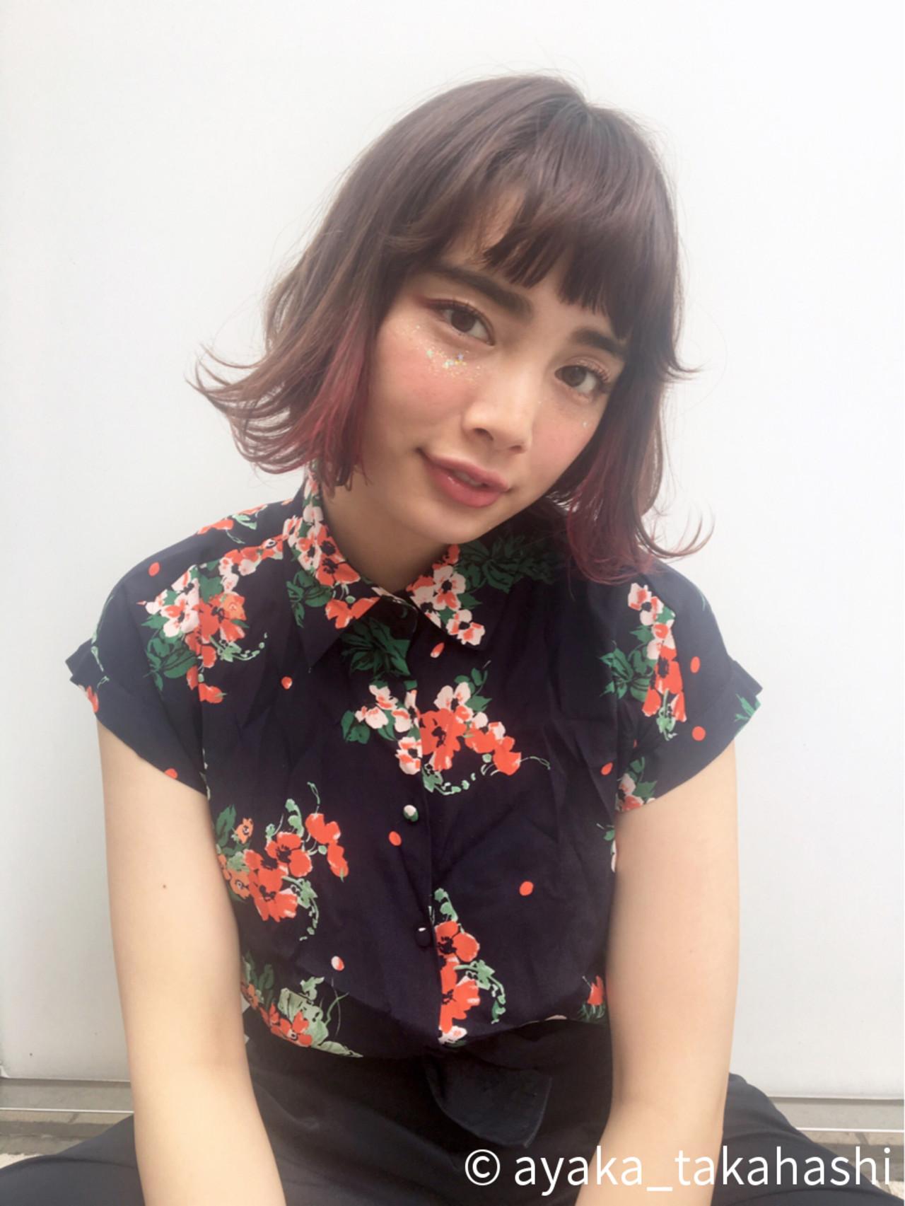 ピンク オン眉 レッド 外ハネ ヘアスタイルや髪型の写真・画像