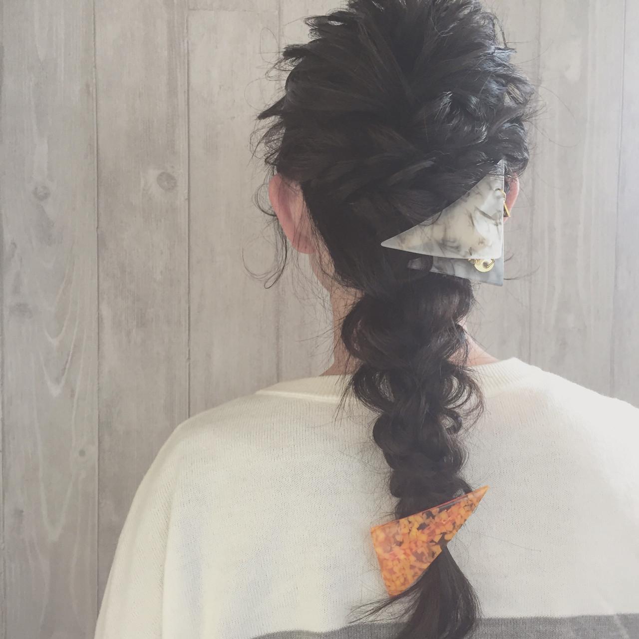 ねじり 黒髪 三つ編み ヘアアレンジ ヘアスタイルや髪型の写真・画像