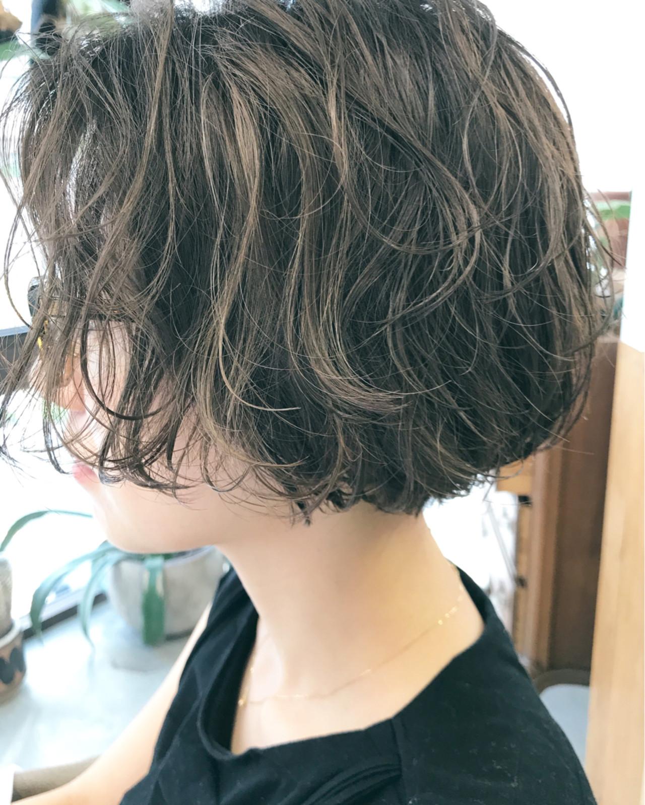 パーマ 透明感 ナチュラル ハイライト ヘアスタイルや髪型の写真・画像