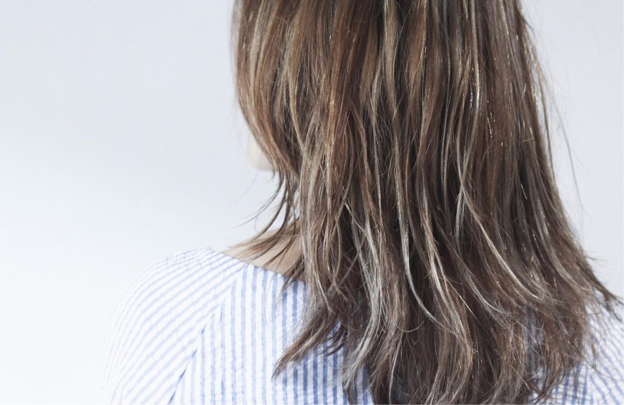 大人ハイライト グレージュ 3Dハイライト ロング ヘアスタイルや髪型の写真・画像