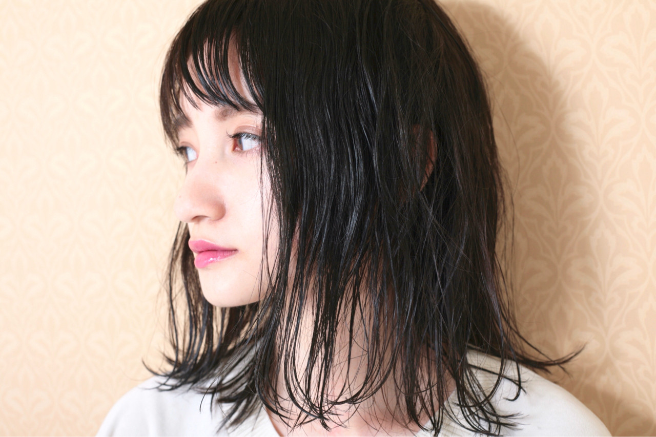 グレー 黒髪 ナチュラル 外ハネ ヘアスタイルや髪型の写真・画像