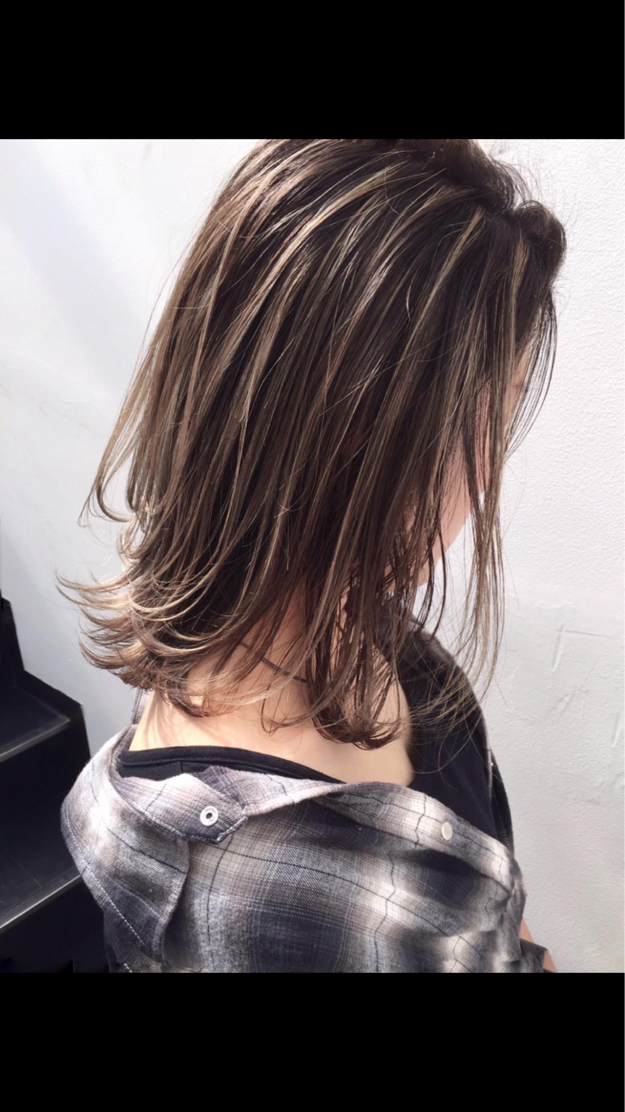 グレージュ ボブ アンニュイ バレイヤージュ ヘアスタイルや髪型の写真・画像