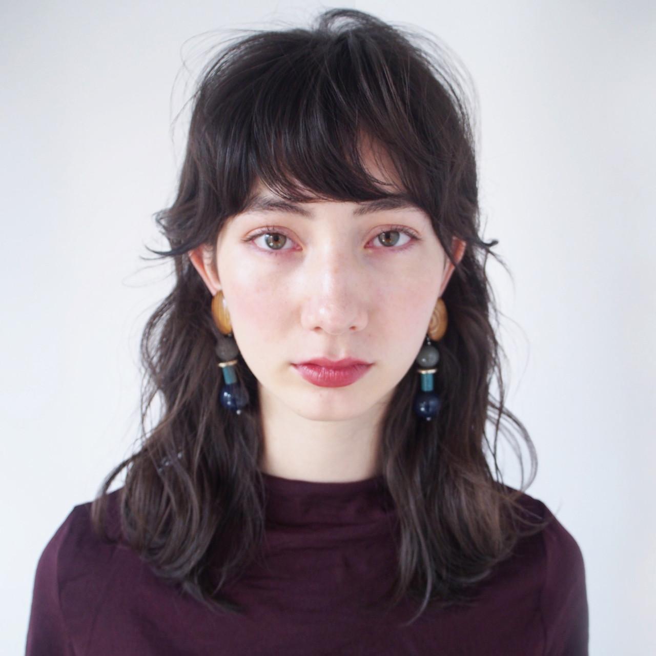 ナチュラル 暗髪 アッシュ 外国人風 ヘアスタイルや髪型の写真・画像