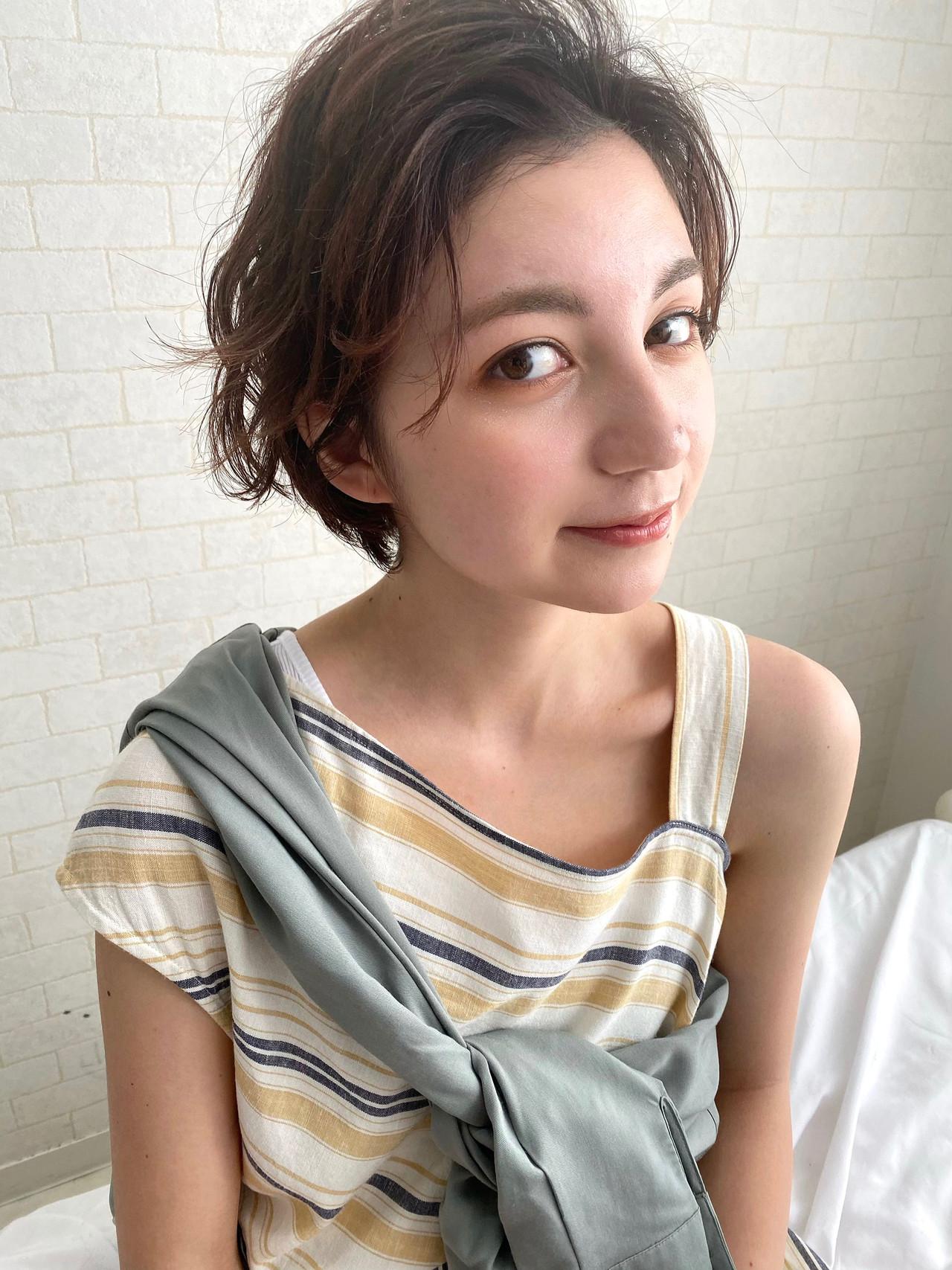 ショートヘア パーマ アンニュイほつれヘア 大人カジュアル ヘアスタイルや髪型の写真・画像   Mirai / Lilou