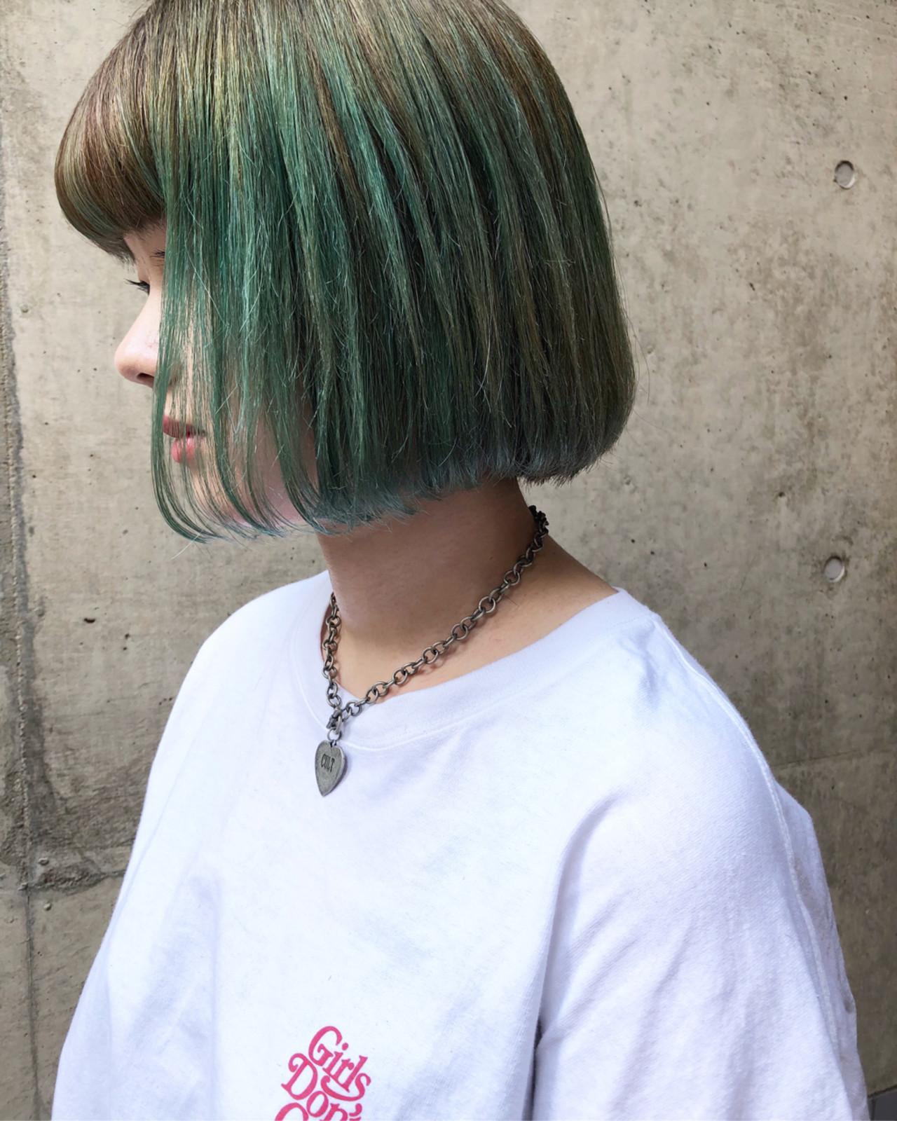 ダブルカラー グリーン ボブ ストリート ヘアスタイルや髪型の写真・画像