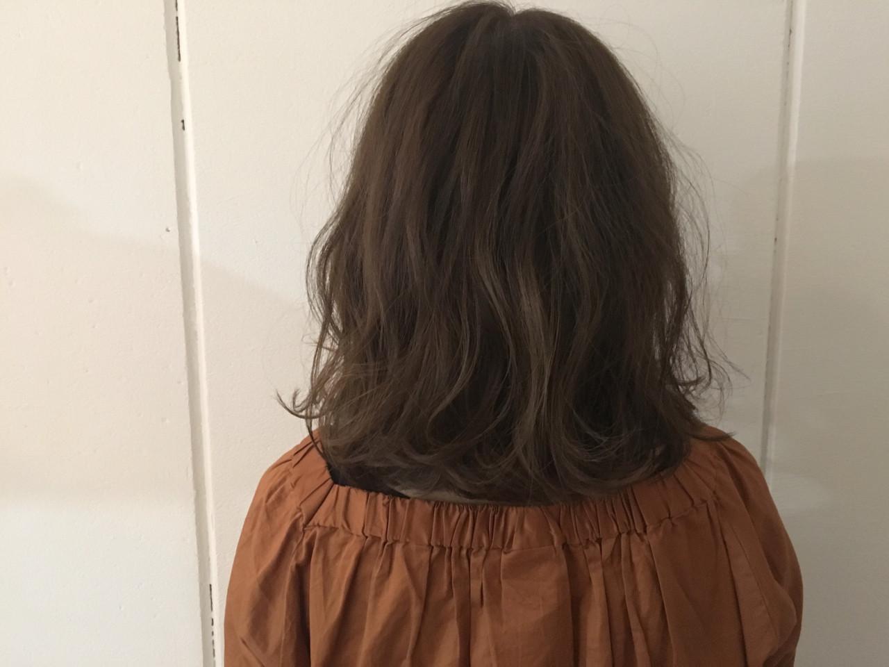 大人かわいい グレージュ アッシュ ミディアム ヘアスタイルや髪型の写真・画像