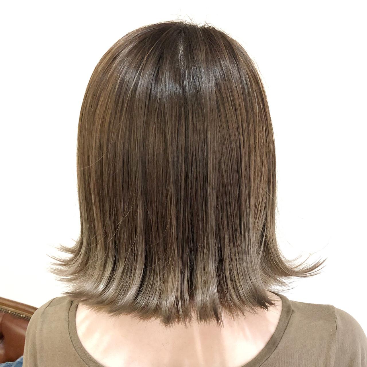 グレージュ ホワイトブリーチ ナチュラル 外国人風カラー ヘアスタイルや髪型の写真・画像
