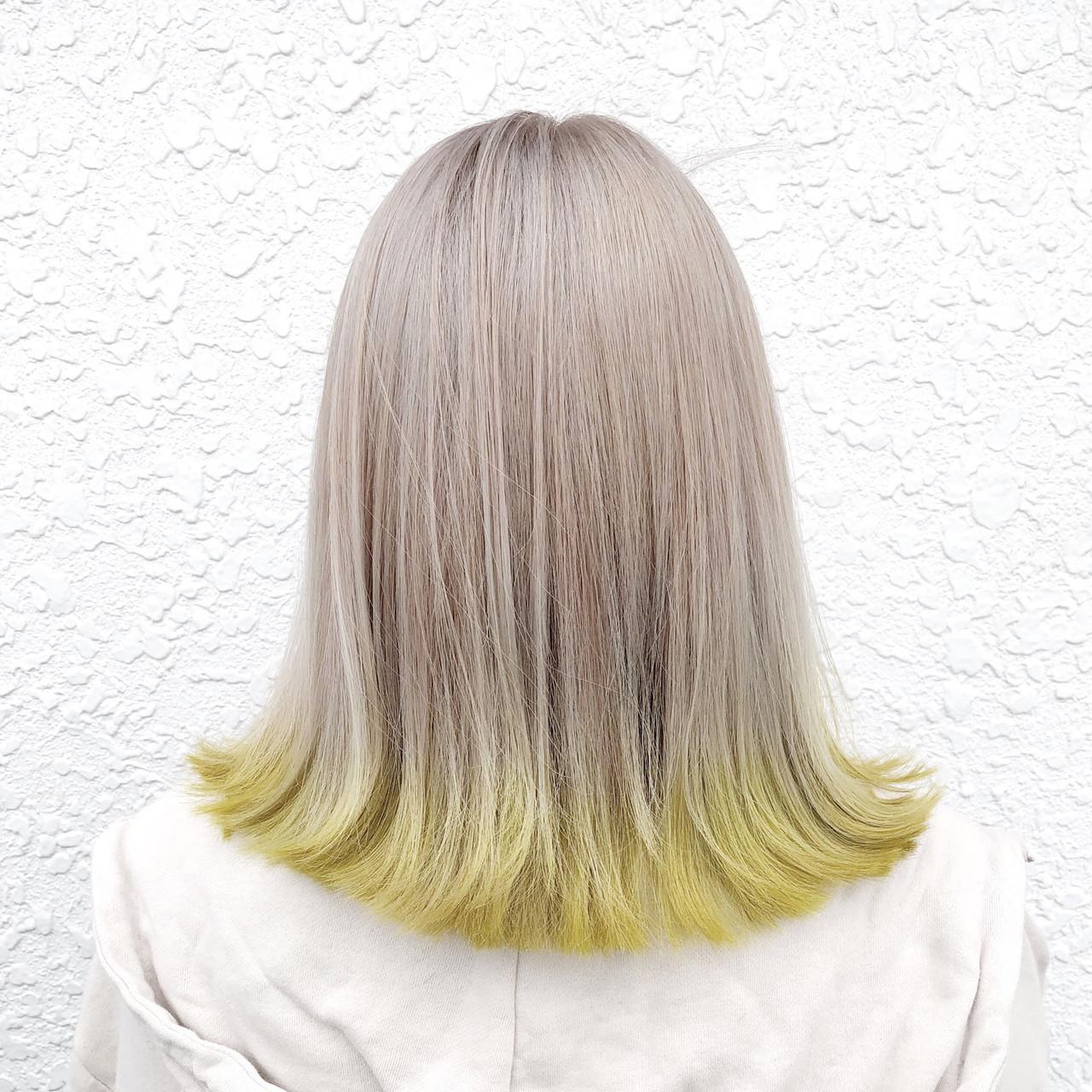 フェミニン ミディアム グラデーションカラー ホワイトカラー ヘアスタイルや髪型の写真・画像