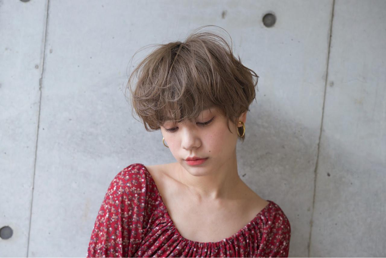 大人かわいい アッシュ ショート ナチュラル ヘアスタイルや髪型の写真・画像   石川 瑠利子 /